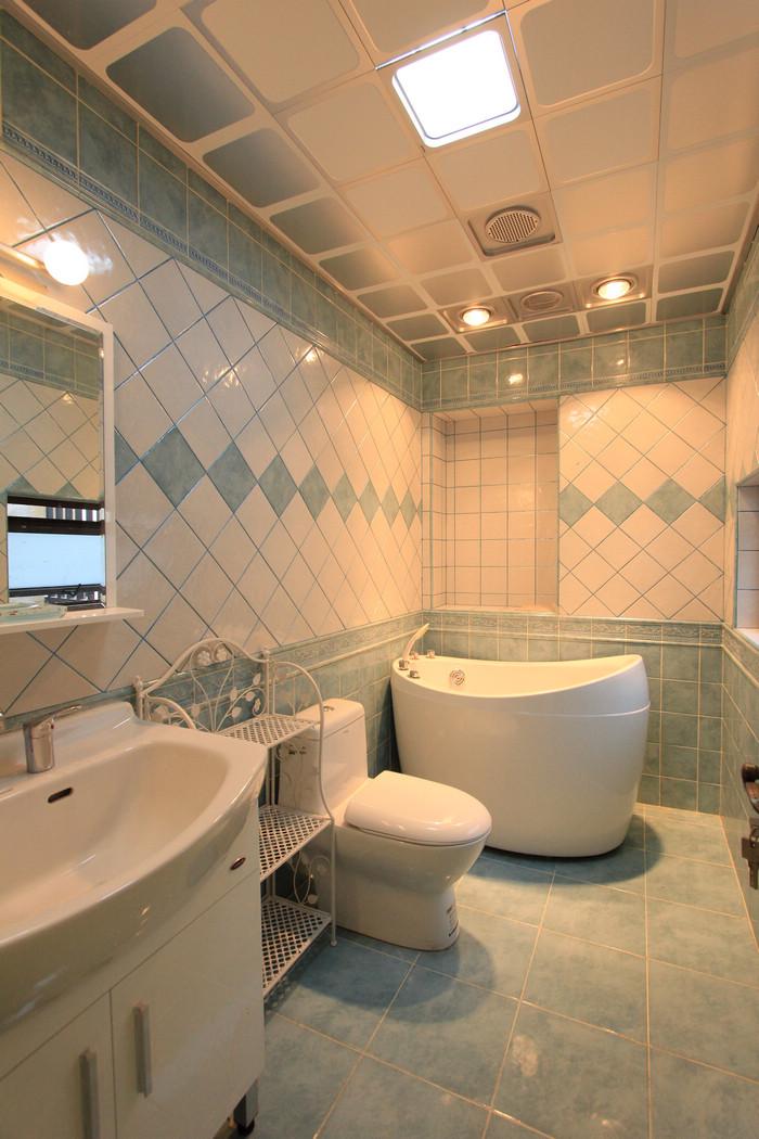 卫生间墙砖效果图 卫生间地板砖效果图 卧室卫生间门效果图
